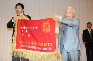 60周年 部旗贈呈